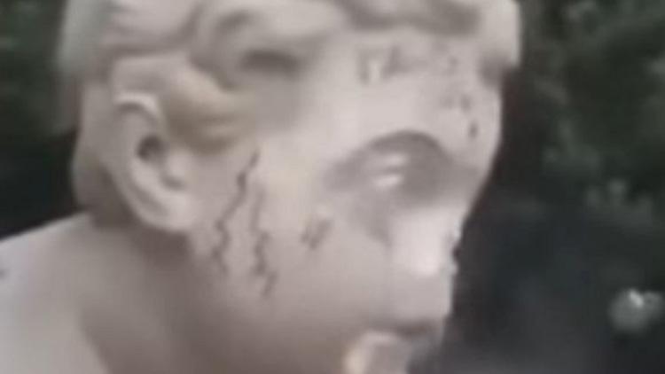 zniszczyła rzeźbę